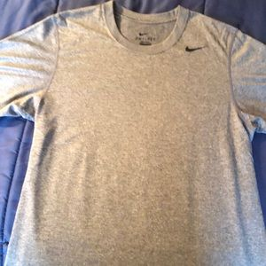 NWOT Nike Dri Fit Short Sleeve Size Small